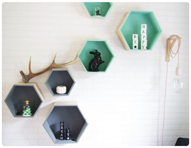 Les tag res hexagonales en ce moment chez very nice for Decoration murale hexagonale