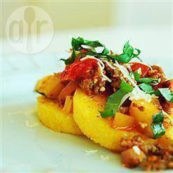 Foto della ricetta: Polenta alla griglia con salsiccia e verdure