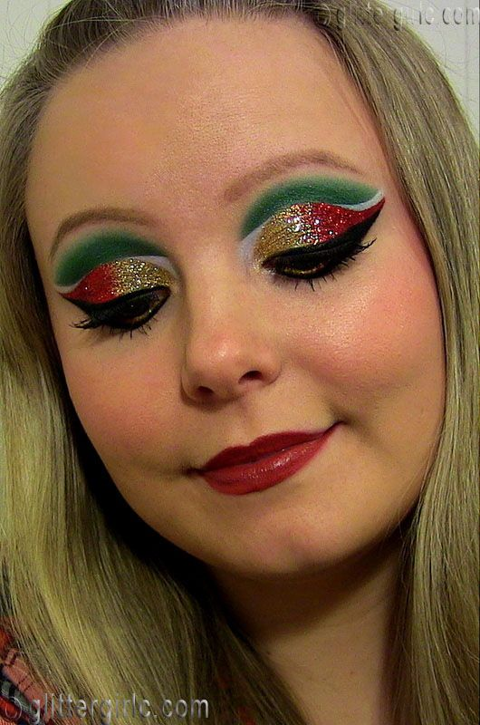 This christmas makeup certain to make a splash at any holiday event.