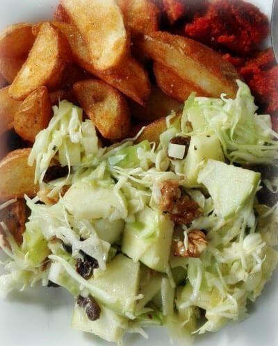 spitskool salade met aardappelpartjes en gehaktschnitzel gezond recept via mindbodylife.nl