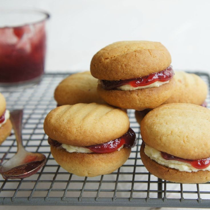 We've put together 12 cream-filled biscuits to twist, lick and dunk, like these Monte Carlos by Kali Moschos.