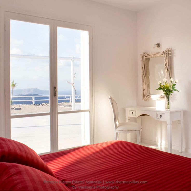 Princess #Irianna Estate is bound to offer unique moments of happiness, joy and entertainment to our valued visitors. http://goo.gl/B62nMH #Santorini #Villas