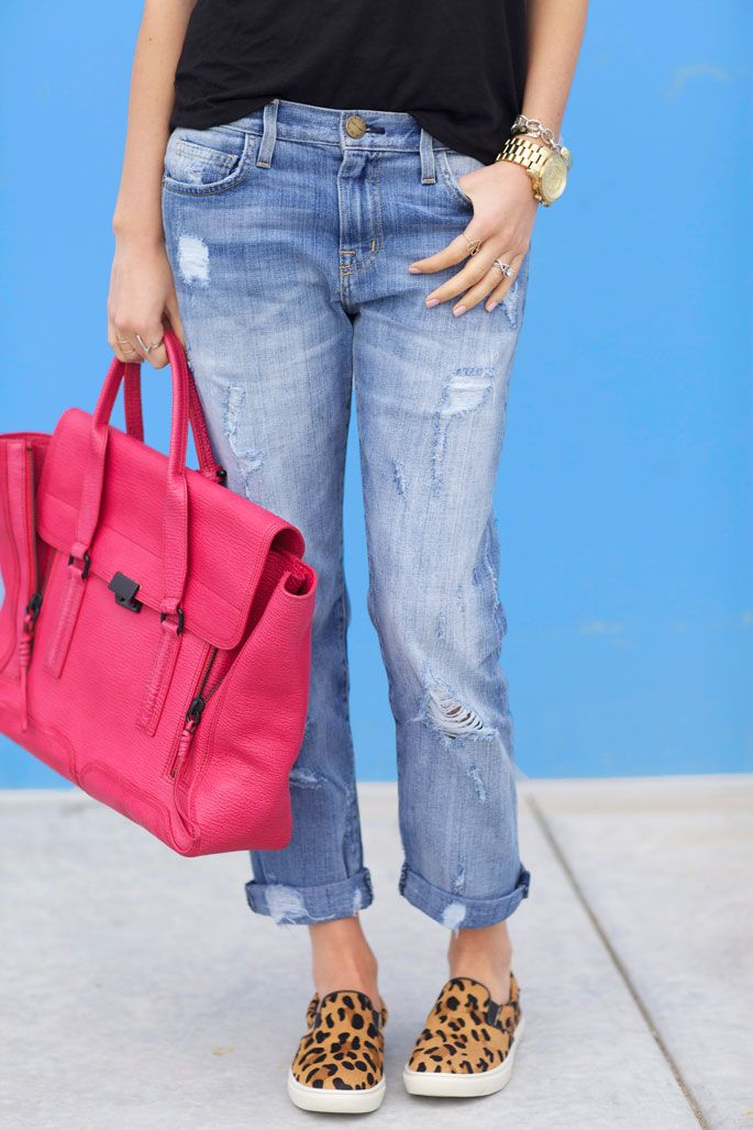 perfect accessories to a simple outfit | boyfriend jean | pops of pink | leopard print | spring fashion