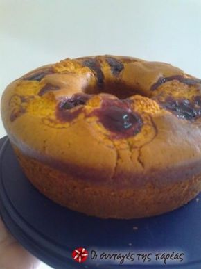 Ενα τέλειο αφράτο και νηστήσιμο κέικ γεμιστό με μαρμελάδα βατόμουρο.