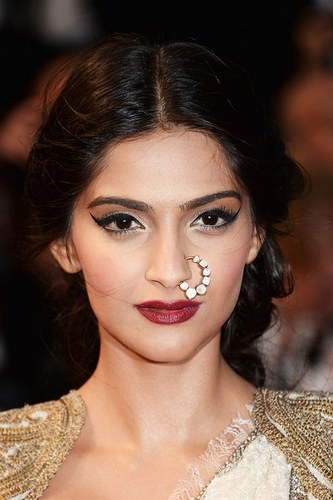 Nothing says glam like an up-do and a middle parting hey Sonam Kapoor.