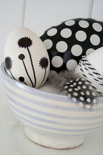 Ostern im Schrank by herz-allerliebst, via Flickr