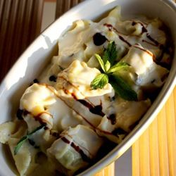 Tortelli ricotta e spinaci con crema di parmigiano e pecorino alla menta, olive nere e glassa di aceto balsamico #pasta #italianfood #italianrecipes