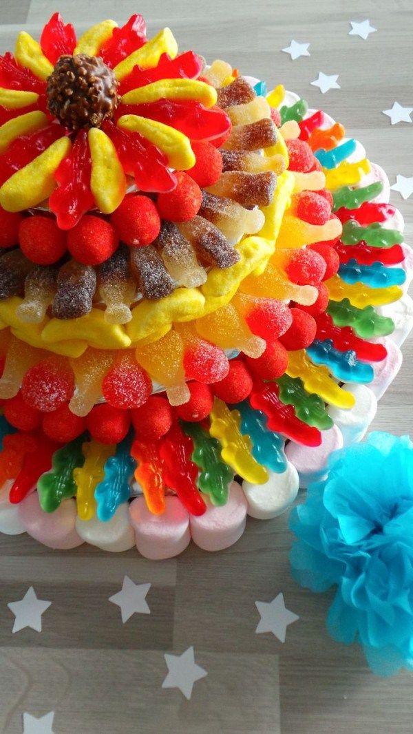 Las tortas decoradas con golosinas, caramelos, chocolates, malvaviscos, son un recurso importante y a la vez divertido, para todas aquellas que no saben repostería. No te pierdas estas ideas, no va…