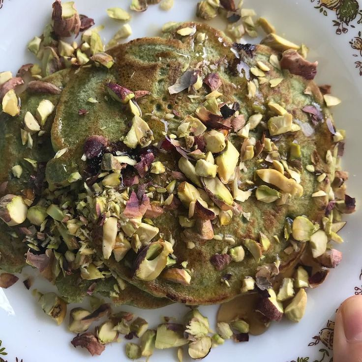 When your green tea & blueberry 7 grains pancake turned out ugly AF you dress it with chopped pistachios (thanks @lzwtieh!) and a drizzle of raw local honey #yummyinmytummy #omnomnom #moonday #sundaymornings #breakfast #organic #bobsredmill #matchaobsession #mindbodybreath