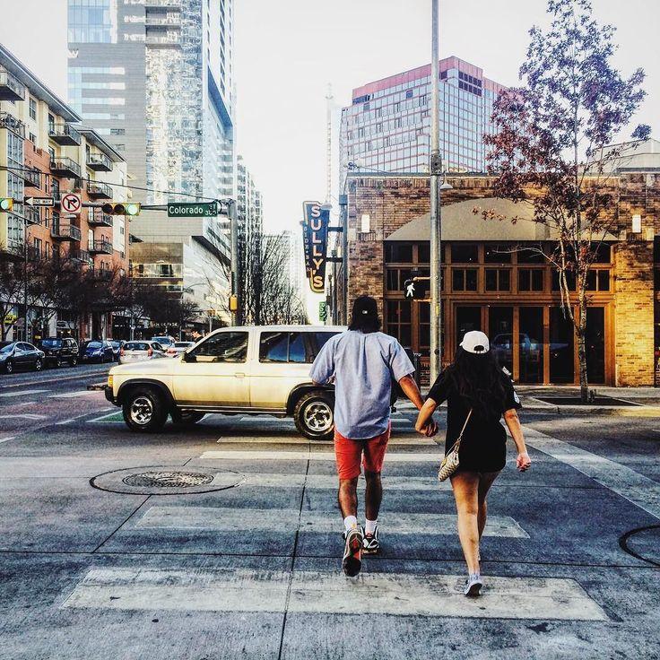 분위기 있는 이 곳 그래도 집이 그리운 이 곳 #texas#austin#downtown #picoftheday#photooftheday#iphone #텍사스#오스틴#시내#일기 by covi__b