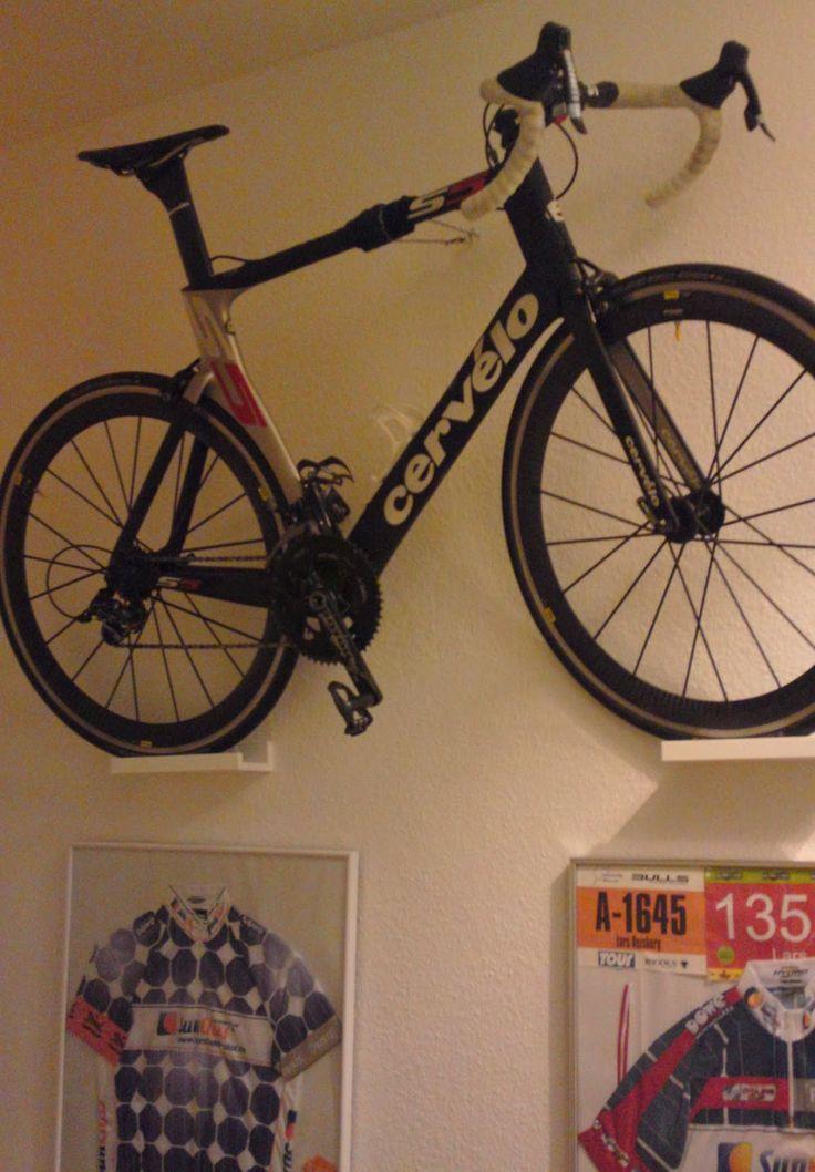 Lousy Legs - der Rennrad-Blog | Faszination Radsport: Mit IKEA das Rennrad an der Wand aufhängen: Eine schicke Rennrad-Wand-Halterung Marke Eigenbau.