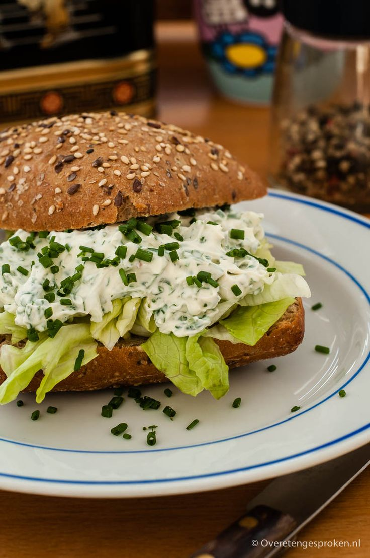 Broodje kruidenroomkaas à la La Place - Met dit recept maak je thuis in een handomdraai kruidenroomkaas zoals ze ook bij La Place serveren.