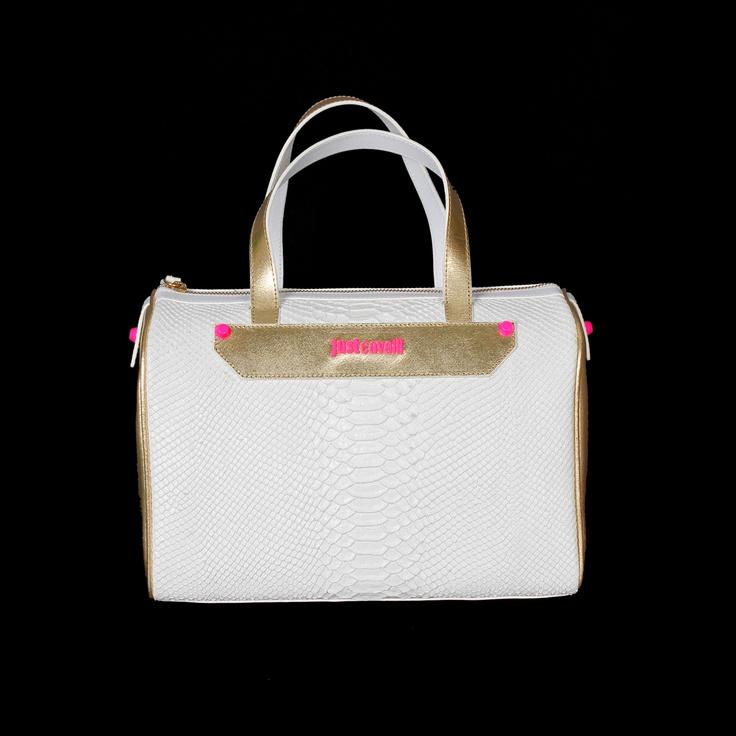 This Just Cavalli handbag is super chic in classic white and gold! #robertocavalli #justcavalli #italianfashion #fashion #moda #metallic #luxury #luxuryfashion #marinamall #greenbird #gold #white #hotpink #purse #handbag #leather