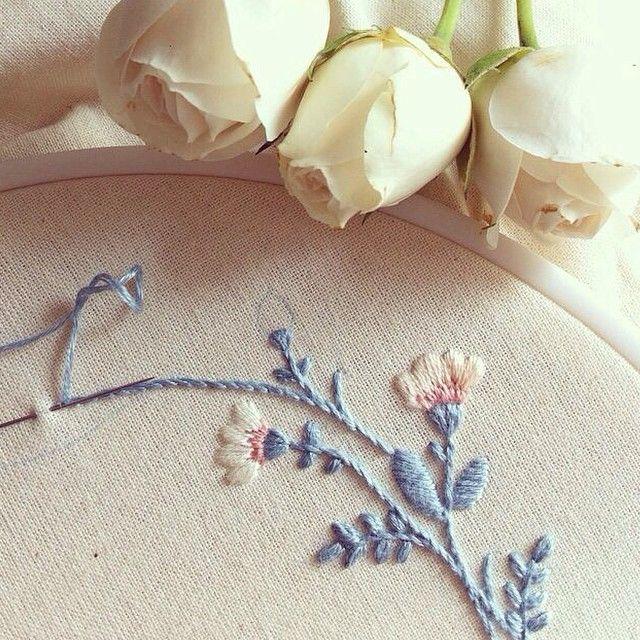 Detalhes #detail #clubedobordado #bordado #order #unic #exclusive #flower #rose #maternity #embroidery #handmade #feitoamão #baby #vsco #vscocam #vscocambrasil #workinprogress #sp #pr #brasil: