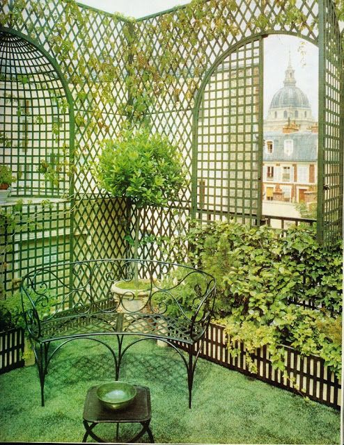 Madame Ralli's Paris rooftop garden boasted this view of the Hôtel des Invalides. The Vicomte de Noailles advised Ralli on her urban oasis, which also featured plastic grass. I can only conclude that plastic grass must have been the dernier cri at the time.