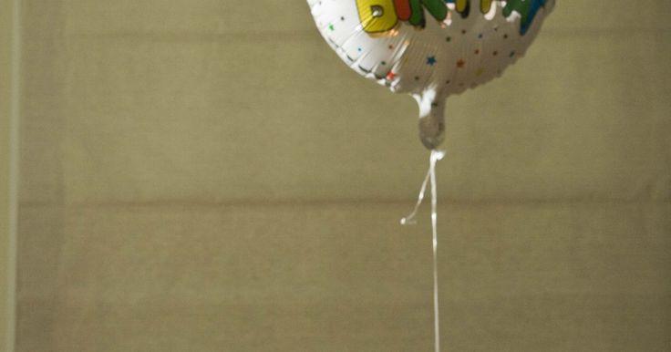 Como fazer um arco de balões com linha de pesca. Arcos de balões usado para festas de aniversário ou cerimônias podem ser ajustados para se acomodar ao evento. Balões coloridos brilhantes arqueados sobre uma entrada criam uma atmosfera festiva para festas infantis, enquanto balões cinzas e azuis criam um ambiente mais sofisticado, apropriado para casamentos, aniversários e formaturas. Uma festa ...