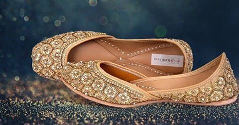 A touch of gold lends magic to just anything and at weddings, it is definitely a win-win. Gold-embossed footwear will be just ideal to present the coy bride in you. Besides the sheen, comfort is the added bonus. So, go ahead and channel you inner diva with the ultimate pair of golden jutti.