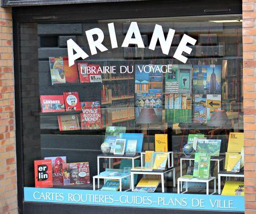 Ariane, la la librairie du voyage à Rennes. J'ai eu un père visionnaire qui a tenu bon et a cru en son projet, celui d'une librairie dans laquelle on ne verrait que des gens souriants et qui auraient en tête des mots comme Voyage, randonnées, rencontres, plaisir sans pour autant la jouer snob : en considérant que le voyage peut se trouver à l'autre bout du Monde comme à quelques minutes à vélo de chez soi. Mais il a fallu tenir bon car il a mis de longues années avant de commencer à penser