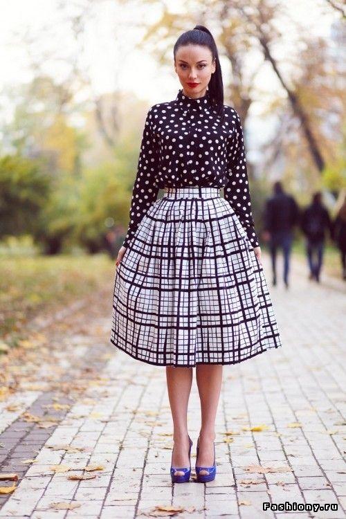 Платье с широкой юбкой ниже колена