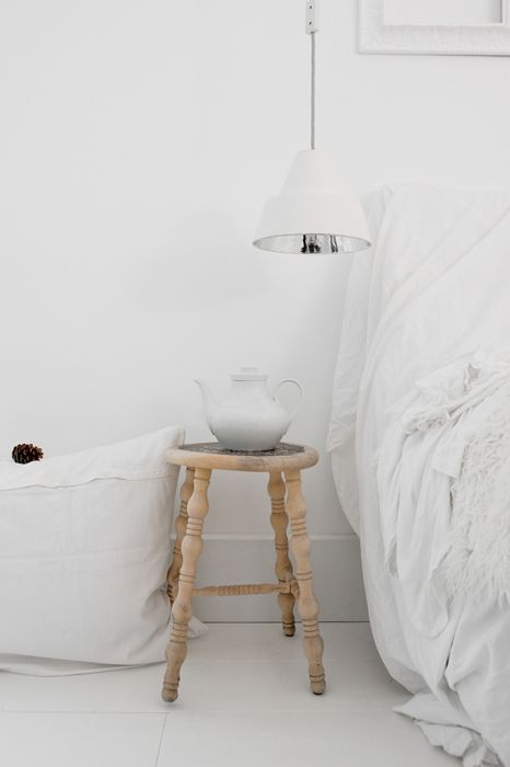 ♥Nature Wood, Modern Interiors Design, Modern Home Design, Wooden Stools, White Bedrooms, Bedside Tables, Industrial Design, Style File, Shabby Chic Interiors