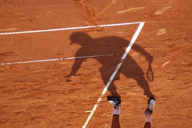 Tennis shadows.