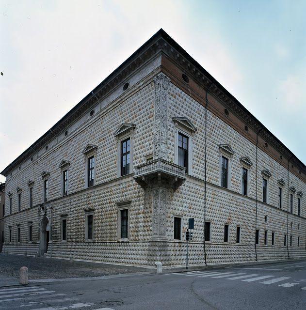Biagio Rossetti (ca. 1447-1516) was een Italiaans architect en  militaire ingenieur . In 1492 kreeg hij de opdracht een plan te maken voor de uitbreiding van de stad van Ferrara. Hij wordt beschouwd als de eerste urbanistische architect in de geschiedenis.  Ferrara diamant paleis