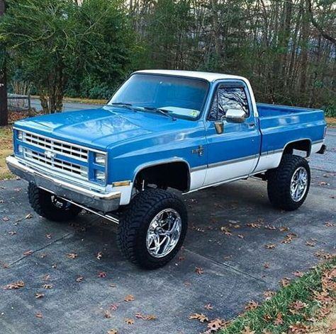 Jacked Up Chevy Trucks >> change the white to black and a darker blue.... | square body chevy | Pinterest | Dark blue ...