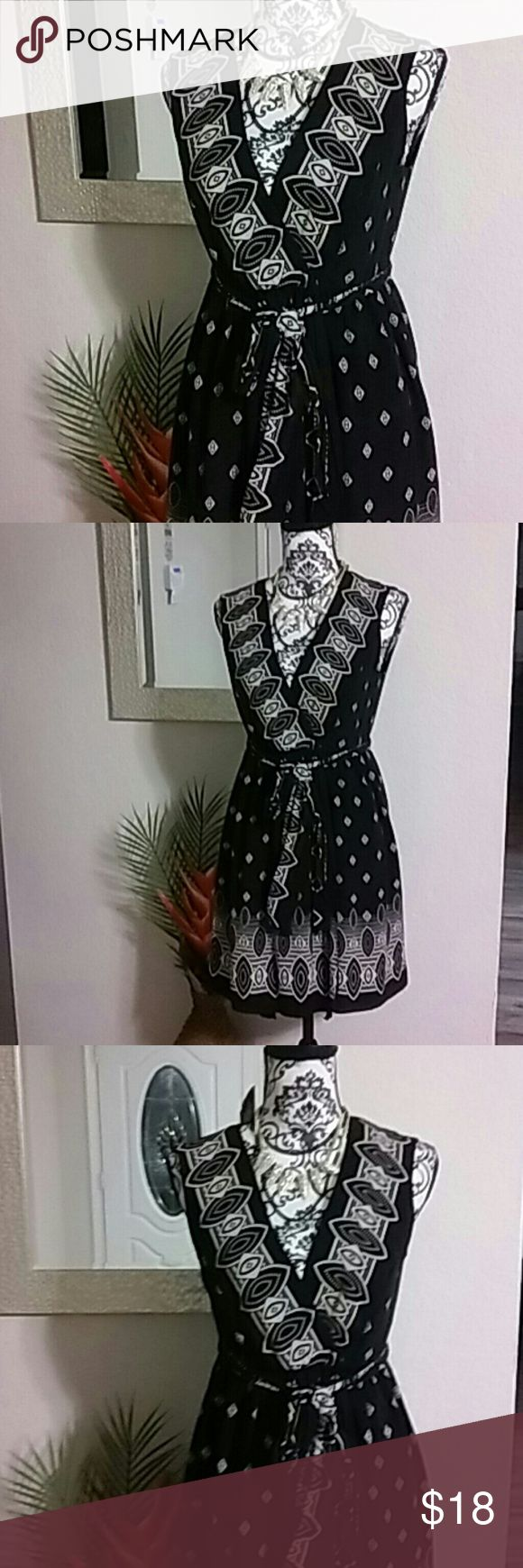 Anna Sui dress Sleeveless wrap dress. Fully lined silk. Adjustable waist belt. Made for Target line. Perfect with a pair of leggings or a blazer Anna Sui Dresses