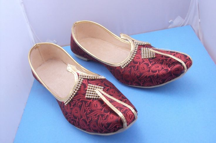 FREE shipping  maroon Paisley Mens shoes, Mens Slippers,Mens Flats,Handmade Slippers,Indian Shoes,INDIAN MOJARI,Mens designer shoes by OCEANJEWELLERS on Etsy