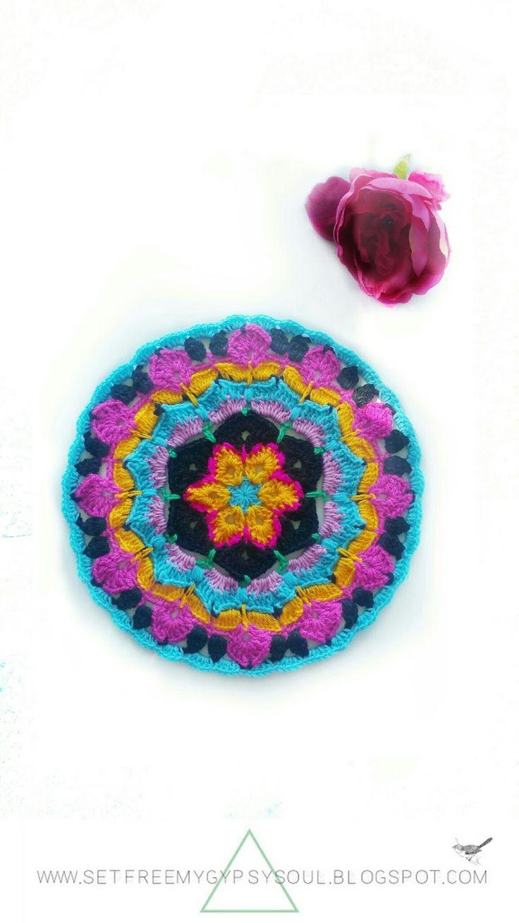 African Flower Mandala Blue Hawaii | Free Crochet Pattern - Love the African Flower Granny Square? Try this African Flower Blue Hawaii crochet…