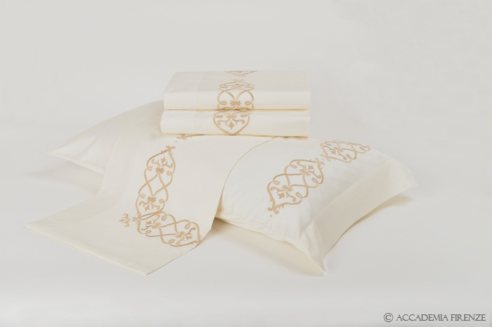 Buy ILARIA BED SET online. Pure #Egyptiancotton sateen. Amancara, luxury linens since 1952.