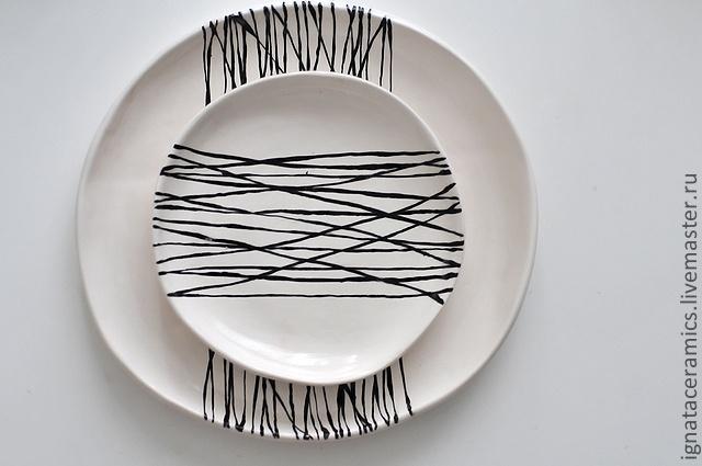 Тарелки ручной работы. Ярмарка Мастеров - ручная работа набор керамических тарелок белые с черным геометрическим узором 2 шт. Handmade.