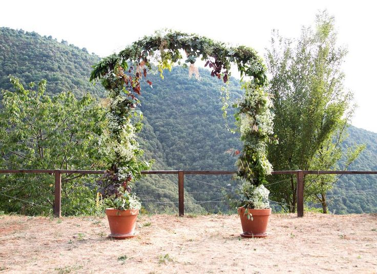 #floralarch #wedding #bride #floral #arch #novia #boda #flores #flowers #flowerarrangement #sauvage #sauvageflowers #achilea #laiaclaramunttallerfloral #sabadell #barcelona