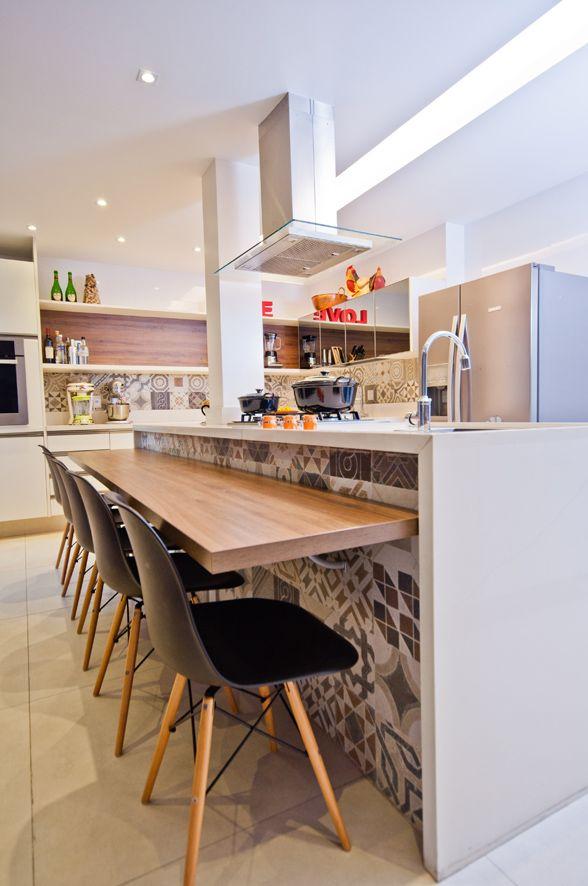 Cozinha Gourmet linda! E nossa bica alta móvel é perfeita para este modelo de ilha http://www.blukit.com.br/produto/detalhe/torneira-de-mesa-de-1-4-de-volta-com-bica-movel-e-articulador