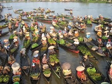 Pasar Terapung Muara Kuin at Banjarmasin Kalimantan Selatan Indonesia
