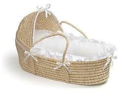 ¿Qué necesita nuestro bebé? Moises o cucos. http://consejosmaminovata.blogspot.com.es/2014/06/que-necesita-nuestro-bebe-moises-o-cuco.html