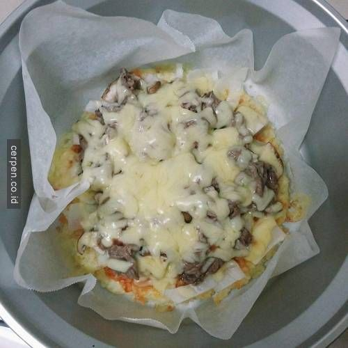 Apa? Panci listrik begini bisa bikin pizza yang enak seperti ini? Langsung aja deh kita simak cara pembuatan pizza-nya!a...