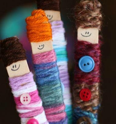 Winter popsicle stick pals - winter yarn craft idea for kids // Fázós jégkrém pálcika emberkék - ötlet fonalból gyerekeknek // Mindy - craft tutorial collection // #crafts #DIY #craftTutorial #tutorial