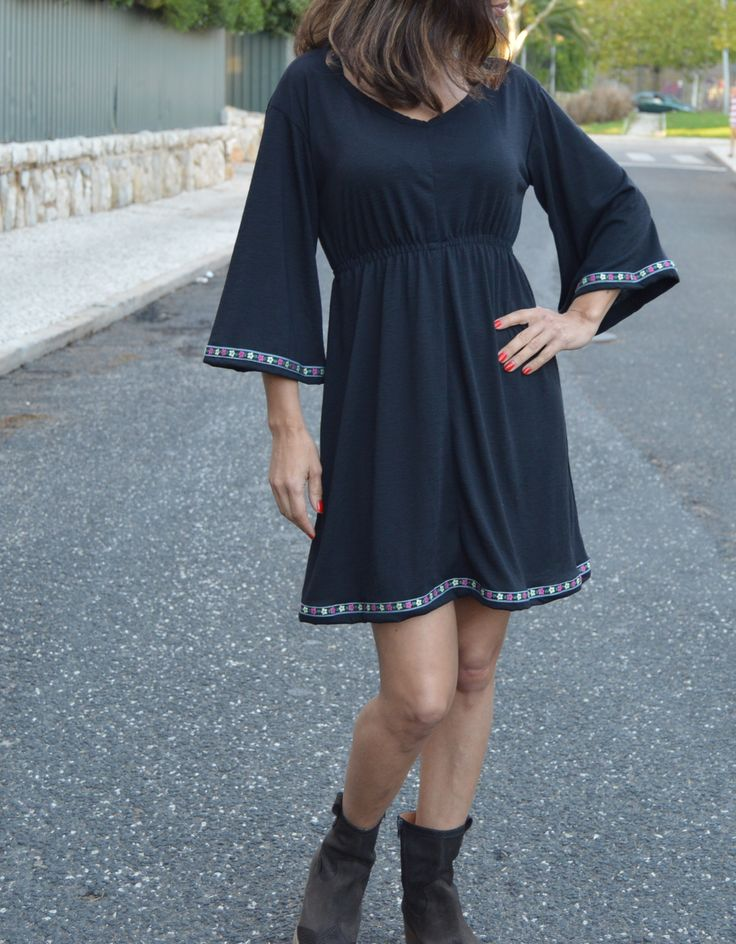Vestido preto em malha para meia estação