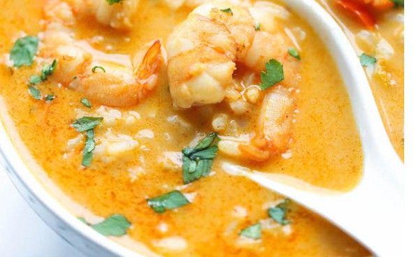 Soupe thailandaise aux crevettes et lait de coco