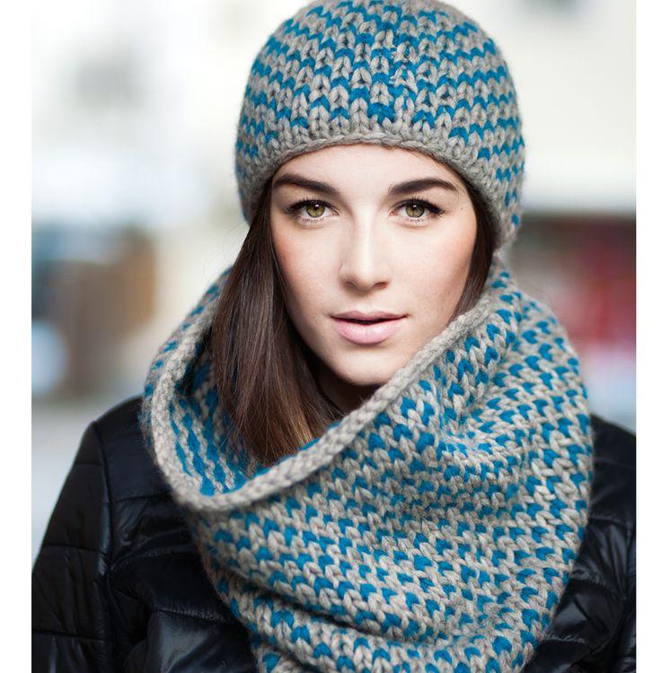 Zoals ik op facebook al beloofd had, krijg je hier de Nederlandse patroonbeschrijving van deze prachtige muts en sjaal. Onder deze patroonbeschrijving heb ik trouwens nog eens de link geplaatst naa...