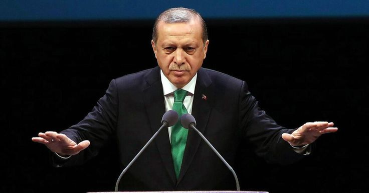 """In den diplomatischen Beziehungen zwischen Berlin und Ankara herrscht Eiszeit. In Deutschland dürfen türkische Politiker nicht auftreten. In der Türkei nennt Präsident Erdogan den inhaftierten Journalisten Yücel einen """"deutschen Agenten""""."""