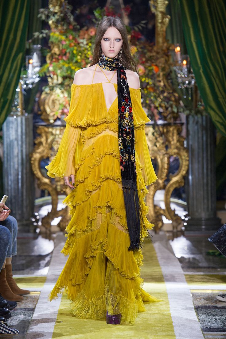 Roberto Cavalli Women's Fall/Winter 2016 Date: June 17, 2016 Notation:  This reminds me of what Beyonce wore in her Lemonade visual album, I think of when life gives you lemons make lemonade. I enjoy the layering in this garment.
