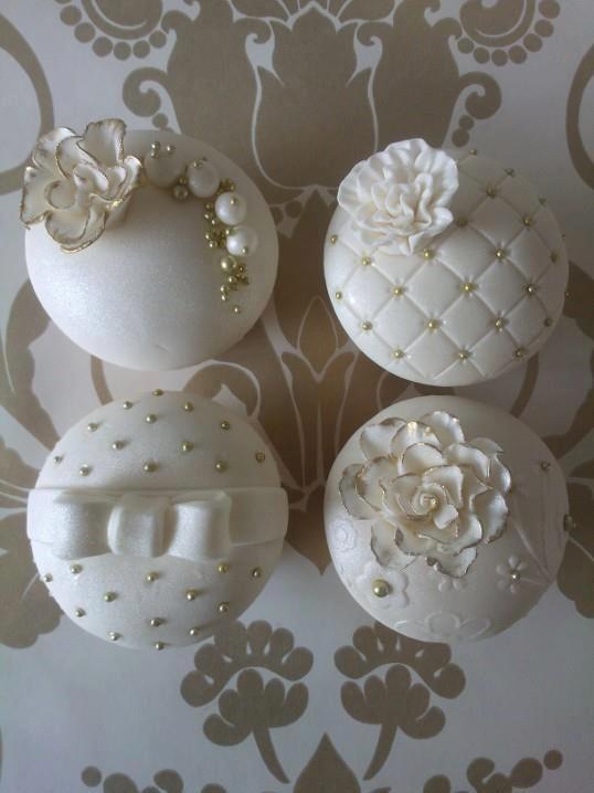 Elegant Birthday Cupcakes | 18. Black And White Wedding Cupcakes
