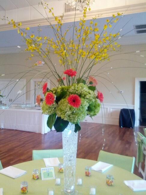 Centerpiece with hydrangeas gerber daisies oncidium