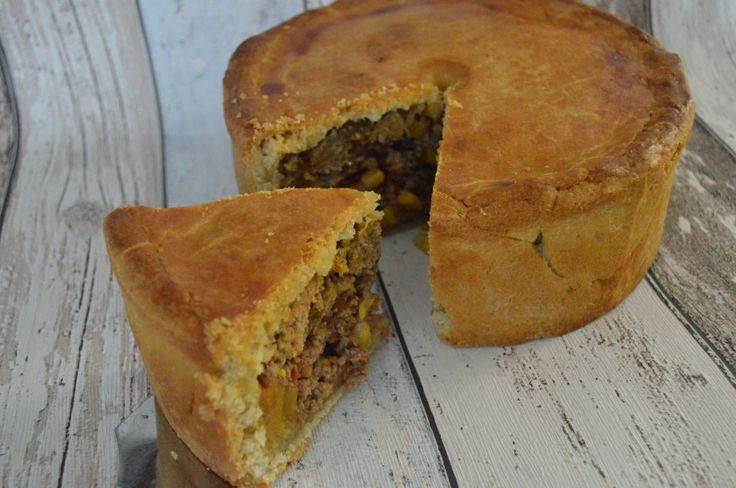 De Engelse pie staat dan ook niet alleen maar voor zoetigheid, maar kan ook prima gevuld worden met een hartige vulling. Pie met gehakt dus in dit recept.