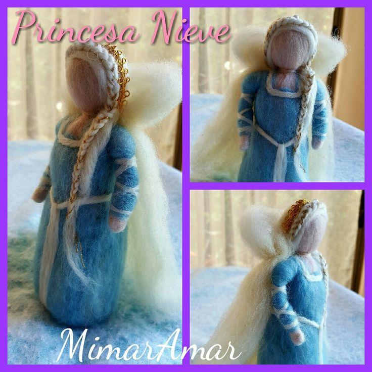 Princesa Nieve en Vellón Agujado, Fieltro. Juguetes Waldorf. MimarAmar