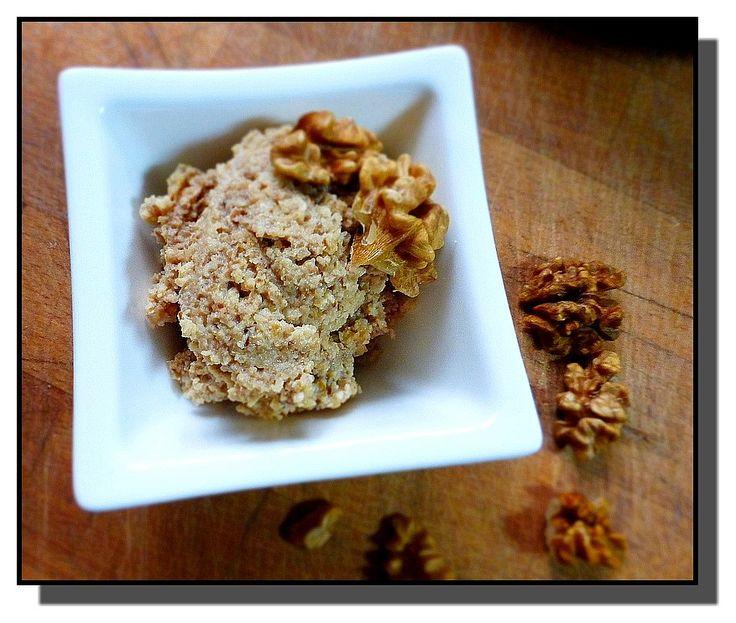 Ořechy spaříme vřícím mlékem a přimícháme ostatní suroviny. Náplň je velice…