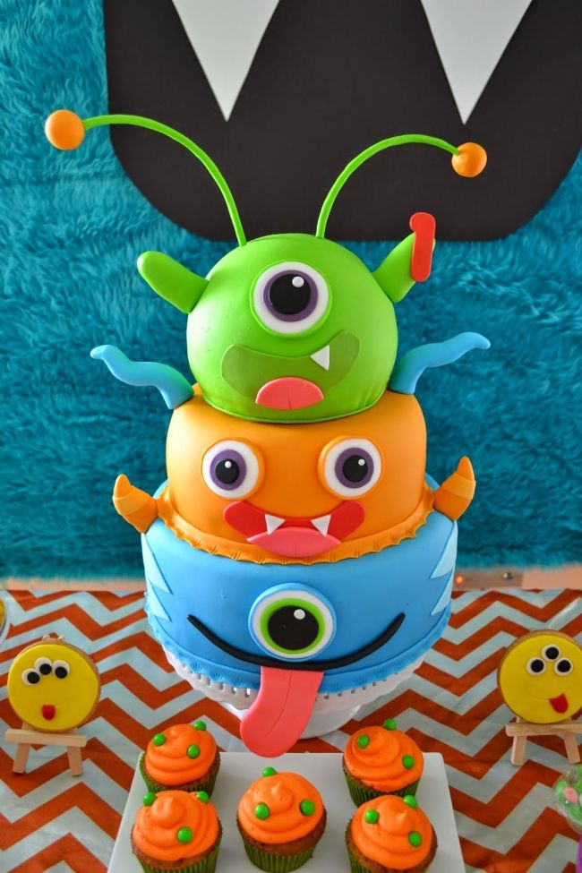 Monster Themed Boys Birthday Party Cake Ideas | Spaceships and Laser ...