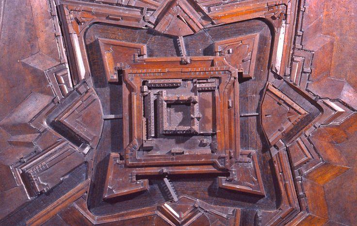 Plan-relief de la citadelle de #Juliers (Jülich, Allemagne), réalisé en 1802 (en réserve). Notice de la maquette : http://www.museedesplansreliefs.culture.fr/collections/maquettes/recherche/juliers-citadelle-julich     Photo © Musée des Plans-reliefs / C. Carlet